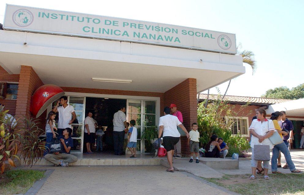 Denuncian ausencia de médicos en Urgencias de clínica del IPS - Locales -  ABC Color