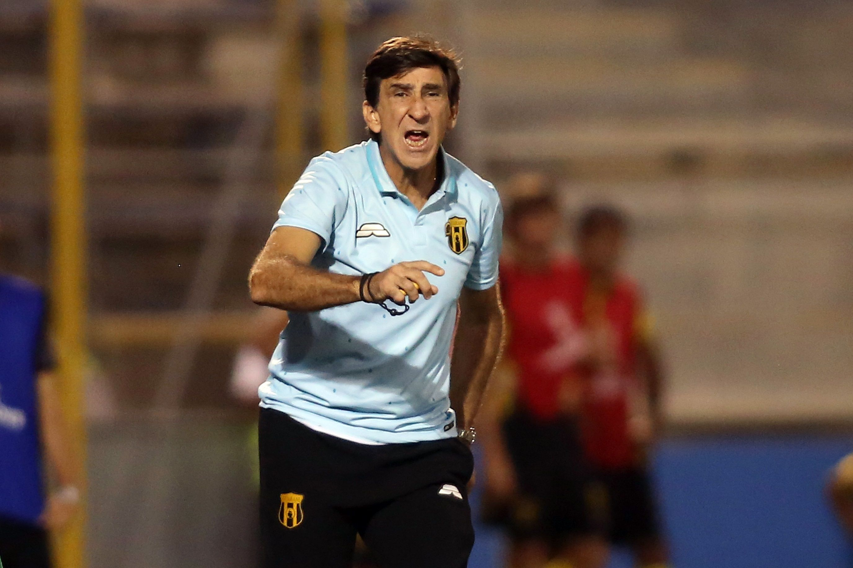 De la renuncia a la continuidad: ¿Qué pasó con Gustavo Costas? - Guaraní - ABC Color