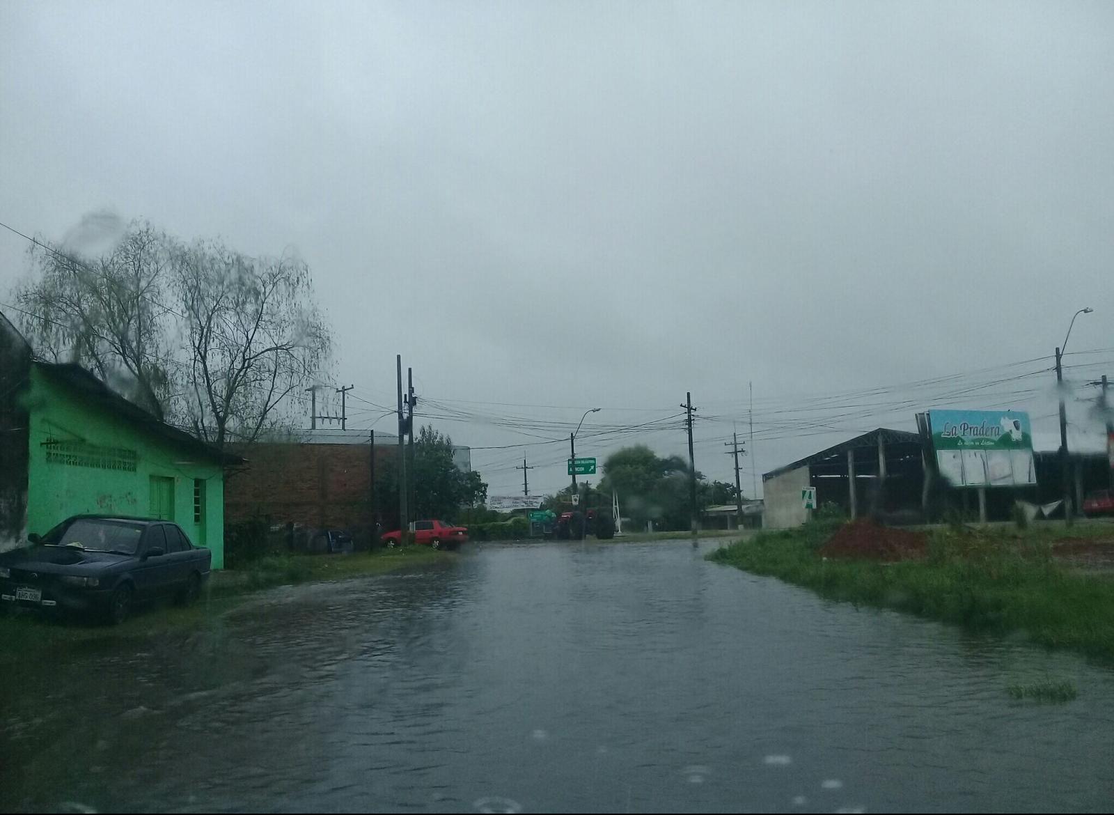 mansa-lluvia-en-el-departamento-de-paraguar-111025000000-1847436.jpg